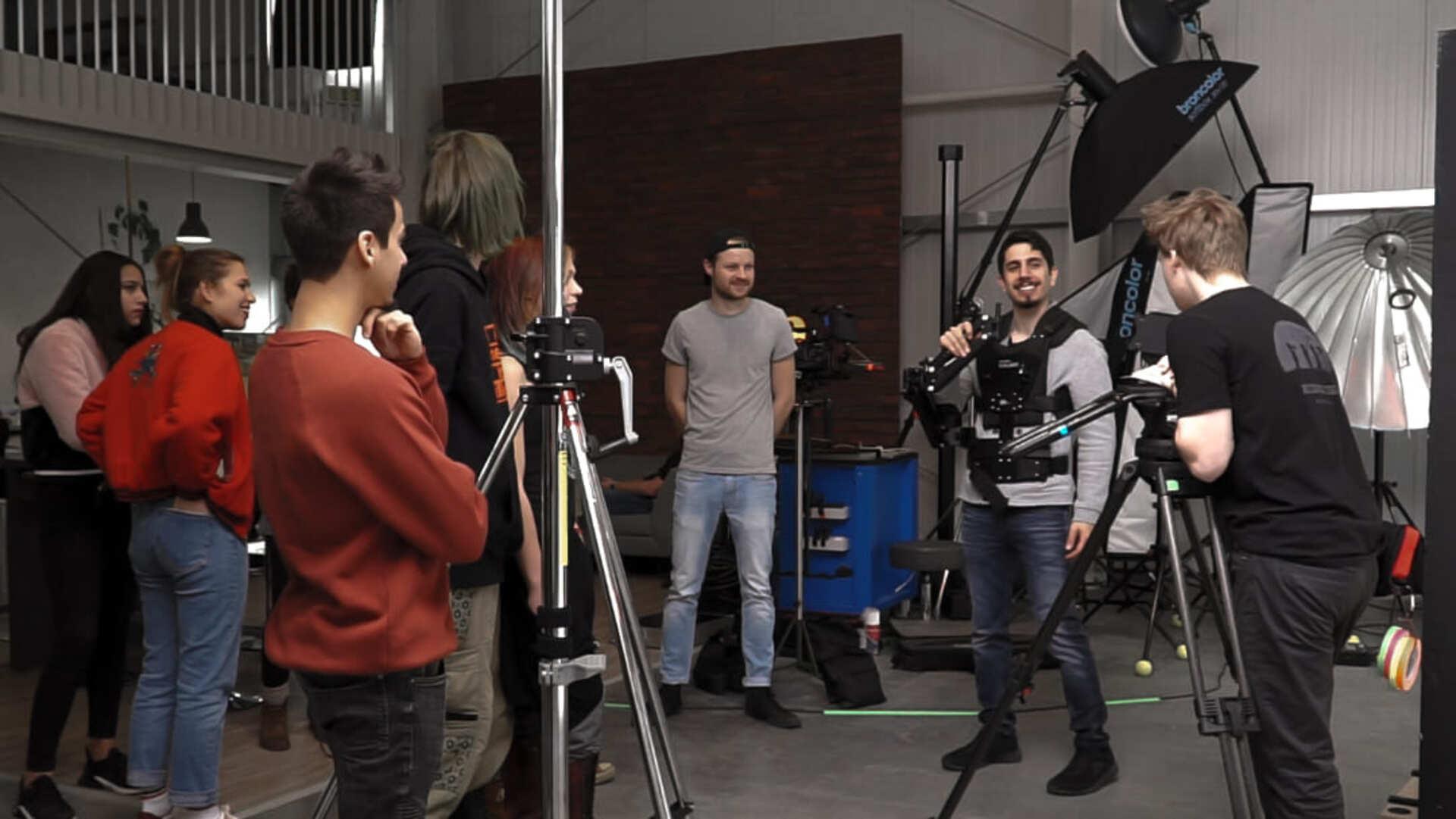 Cast von traum einer welt musikvideo von qult
